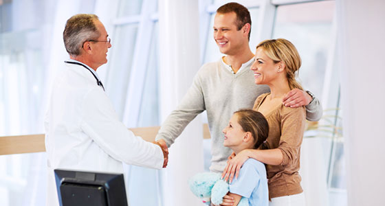 family_doctor_and_patients_in_office